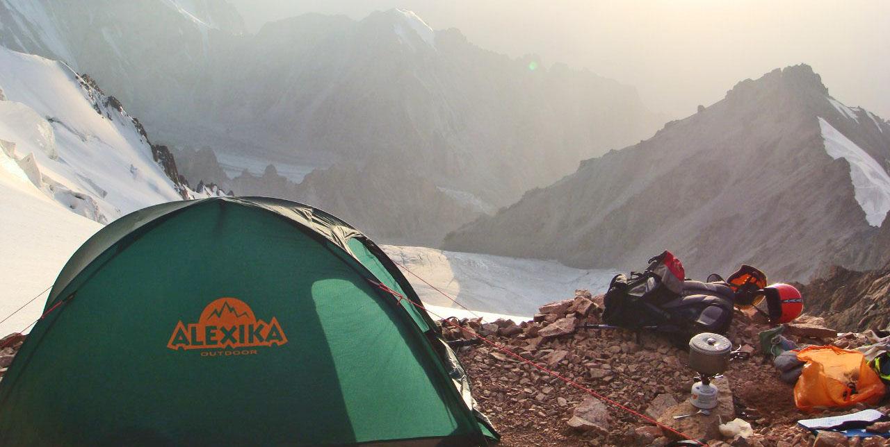восход палатка туристы