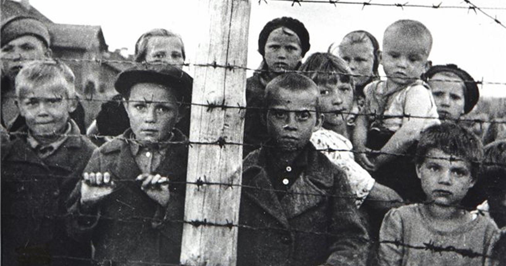 Турушкин  Леонид Петрович (в центре фото в первом ряду в черной рубашке с пуговицами)