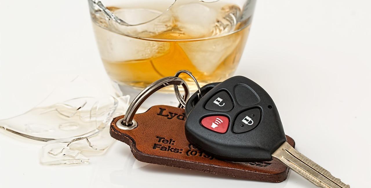 алкоголь и руль пиксабай