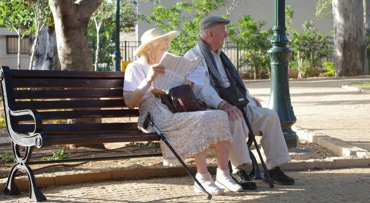 пенсионеры пиксабай