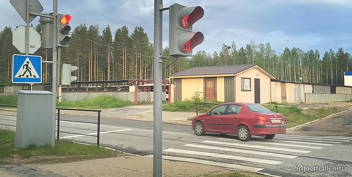 дорога светофор пешеход автомобиль дорожный знак