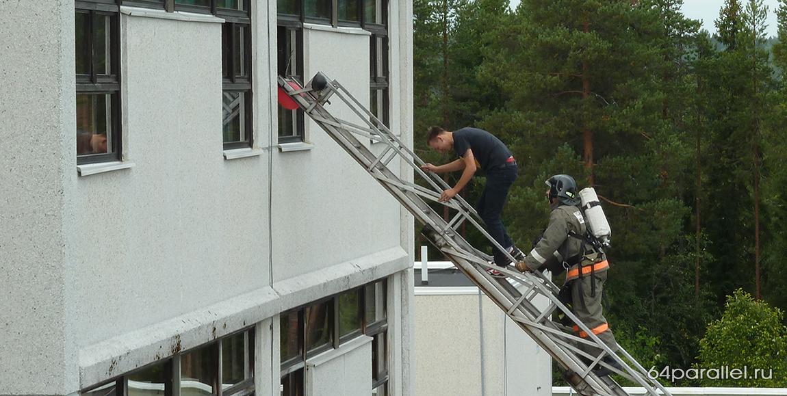 учения пожарные больница спасатели лестница