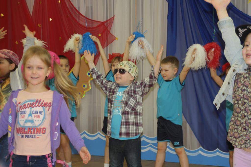 Кораблик дети танцуют еще