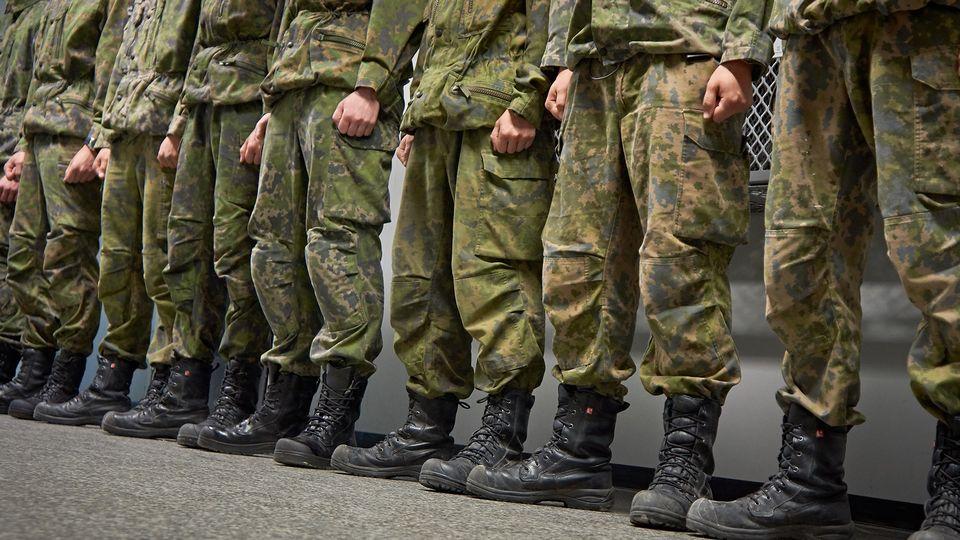 солдаты сапоги Юле