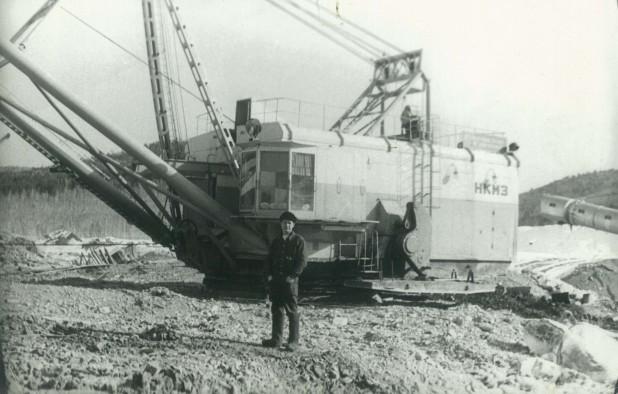 В 1975 году Владимир Григорьевич работал в Монголии на шагающем экскаваторе.На комбинате таких никогда не было и нет