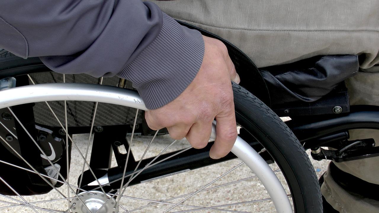 старик болезнь инвалид пиксабай (1)