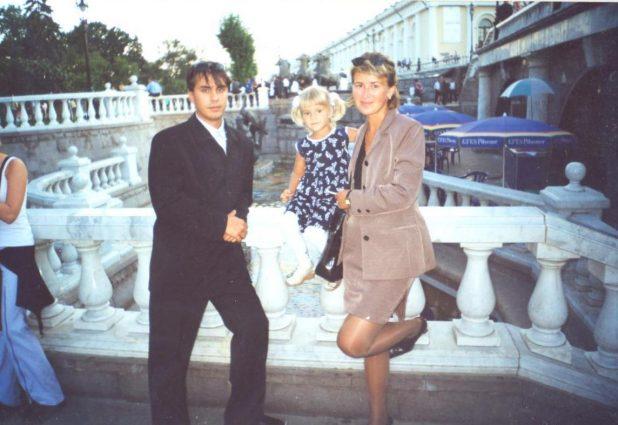 Алексей Хуснуллин с женой и дочерью, 2000 г.
