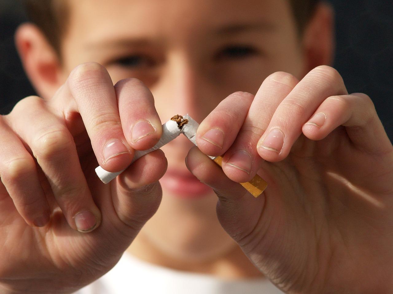 курение сигарета пиксабай