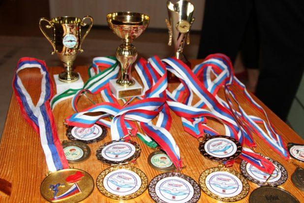 medali-i-kubki