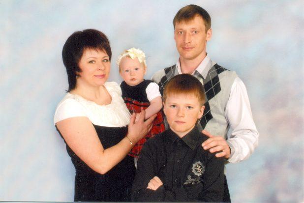 Виктор с семьей