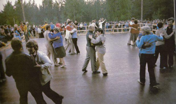 Танцы проходили в районе будущей третьей школы