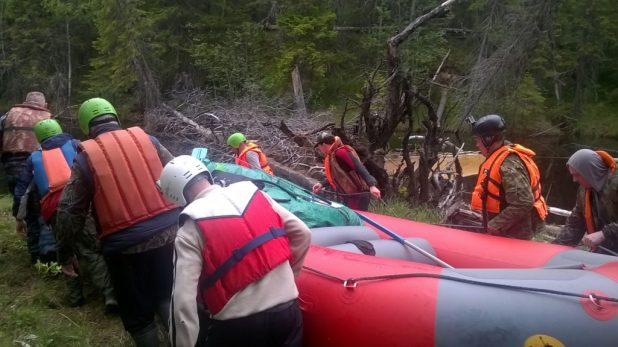 Пороги приходилось преодолевать пешком и тащить лодки волоком