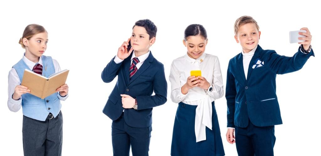 shkola-deti-smartfon-depositphotos_na-sajt