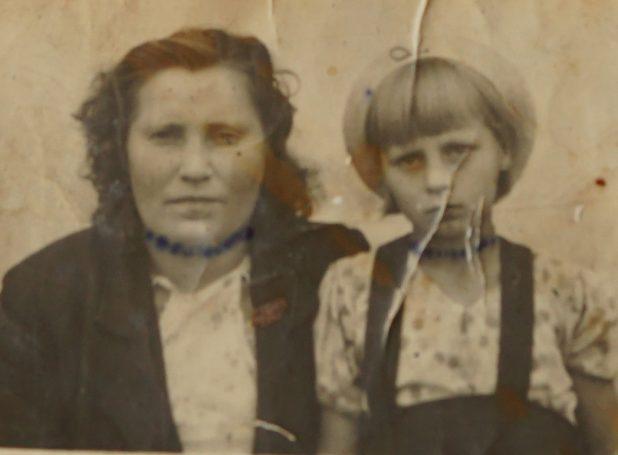 На фото военного времени маленькая Хилма и ее мама