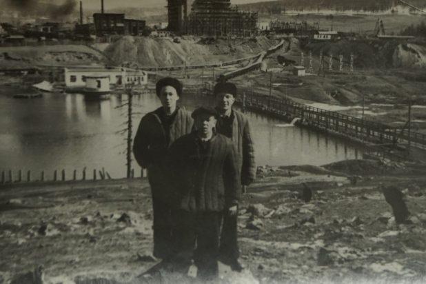 На фото комбинат Закаменска, Юрий Кузнецов на фото справа, 1955 год