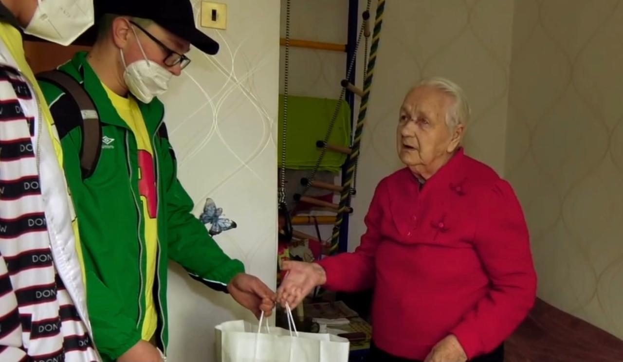 День Победы Костомукша Волонтеры подарки ветеранам