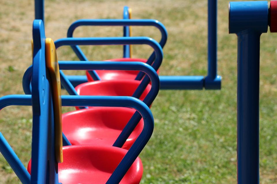 качели детская площадка
